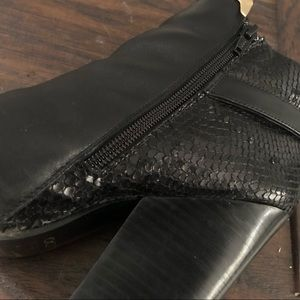 Aldo Shoes - Aldo Black leather booties with gold detail sz 7